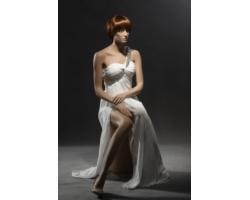 Manekin damski, realistyczny, siedzący, cielisty