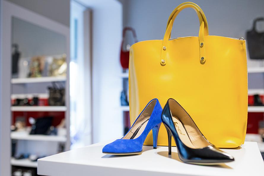 Ekspozycja obuwia w sklepie