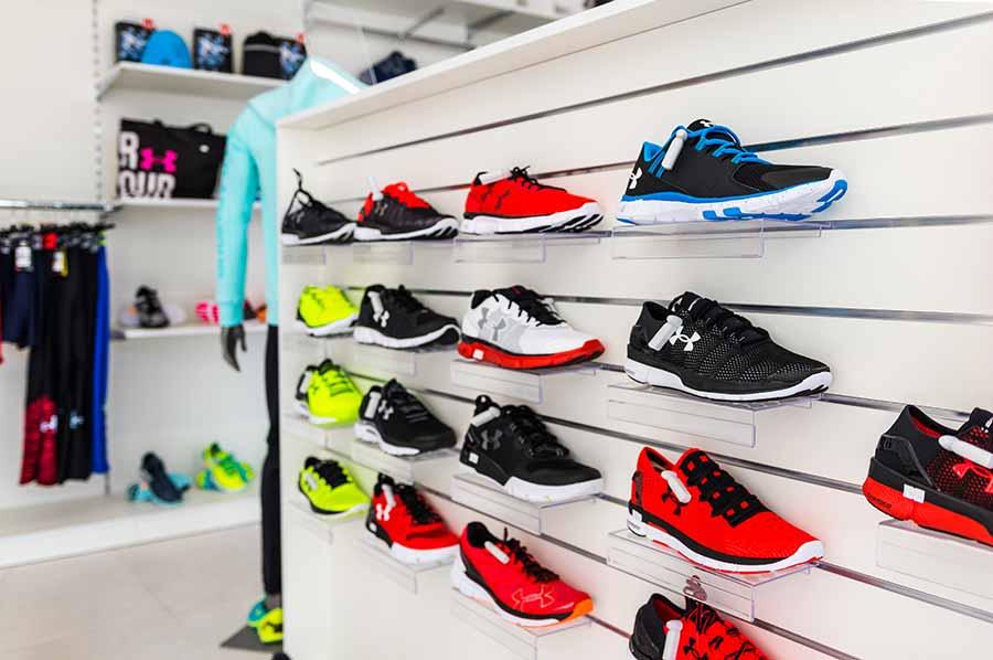 Wyposażenie sklepu z obuwiem sportowym